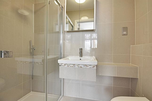 Bathroom of Ennismore Avenue, Chiswick, London W4