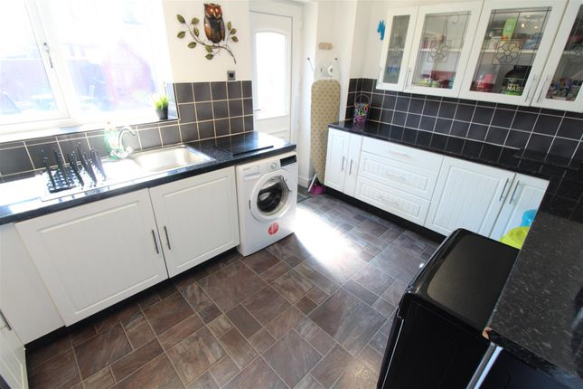 Kitchen of Rydale Court, Hull HU5