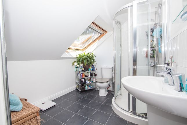 En Suite of Cheshire Drive, Plymouth PL6