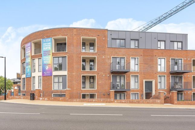 Thumbnail Flat to rent in High Wycombe, Greater London