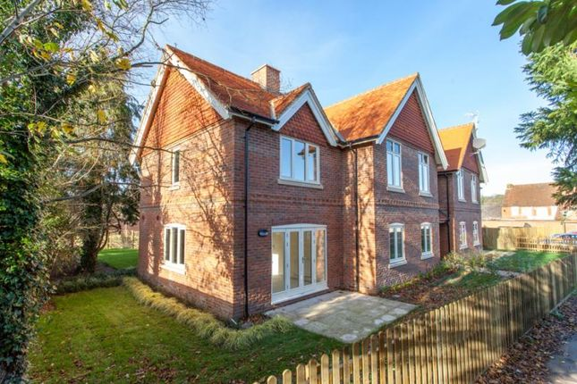 Thumbnail Flat for sale in Shepard Place, Pangbourne, Reading