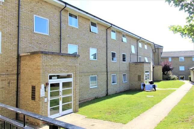 Room to rent in Flat, Kingfisher Heights, Hogg Lane, Grays RM17