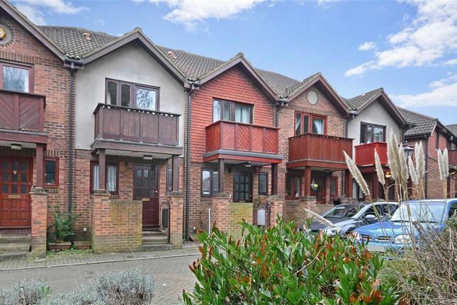 Thumbnail Terraced house for sale in Alpine View, Carshalton, Surrey