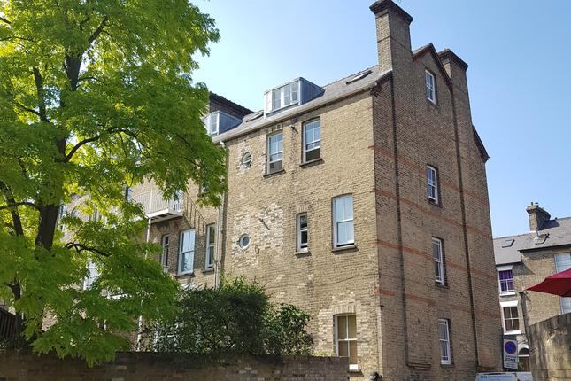 Thumbnail Flat to rent in Bateman Street, Cambridge