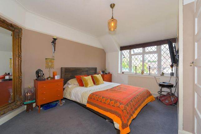 Thumbnail Flat for sale in Chipstead Station Parade, Chipstead, Coulsdon