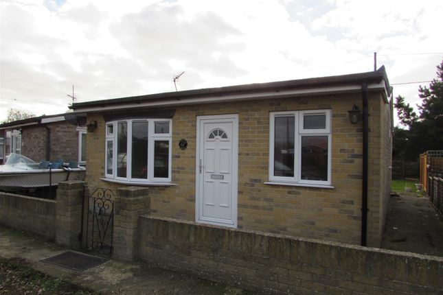 2 bed property to rent in Colne Way, Point Clear Bay, Clacton-On-Sea