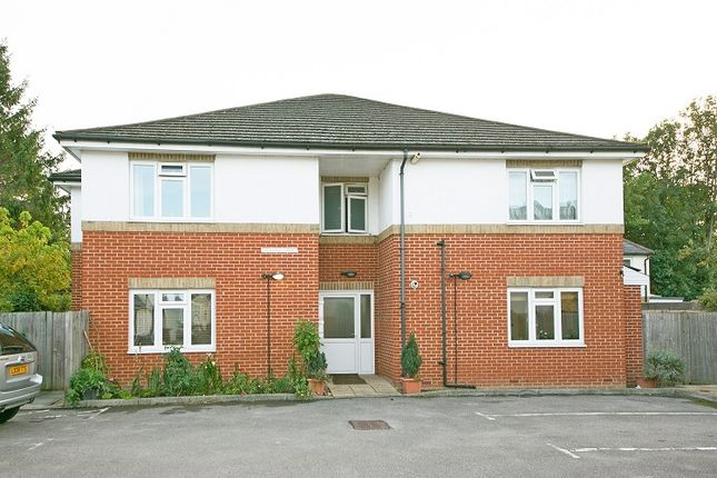 Thumbnail Flat to rent in Marlborough Road, Colliers Wood, London