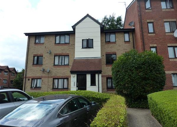 Thumbnail Flat for sale in Magpie Close, Enfield