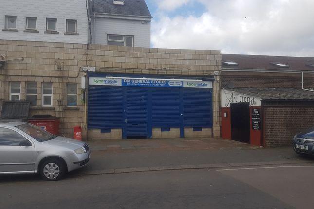 Studio to rent in Dunstable Road, Luton