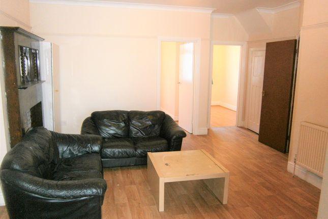 Thumbnail Flat to rent in Greenford Road, Harrow