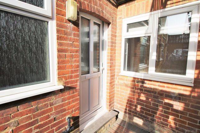 Thumbnail Studio to rent in London Road, Riverhead, Sevenoaks