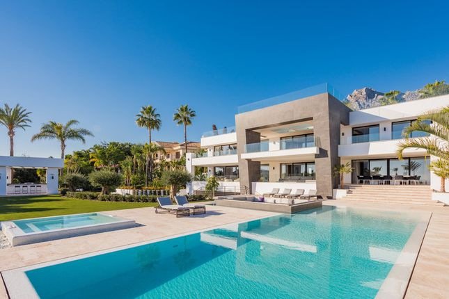 Thumbnail Villa for sale in Sierra Blanca, Costa Del Sol, Spain