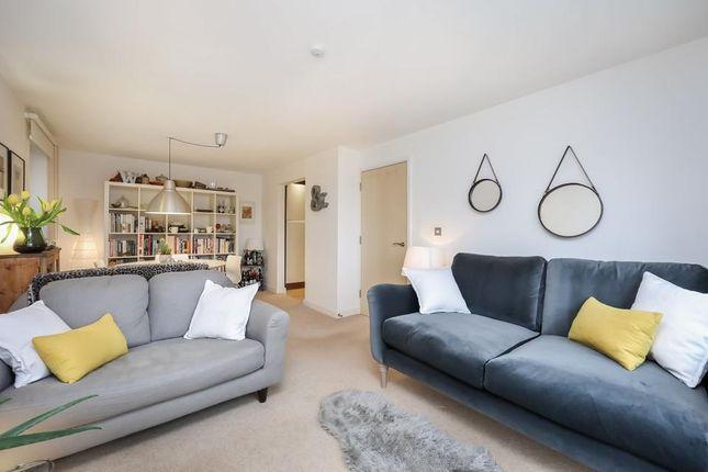 Living Room of Seven Sisters Road, London N4
