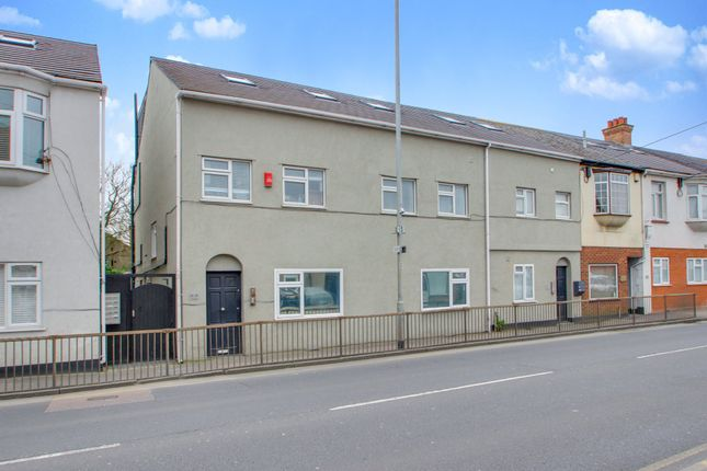 Thumbnail Maisonette for sale in High Street, Hadleigh, Benfleet