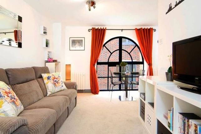 Thumbnail Flat to rent in Johnson's Court, London
