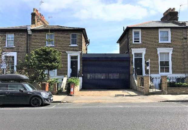 Thumbnail Terraced house to rent in Southgate Road, London