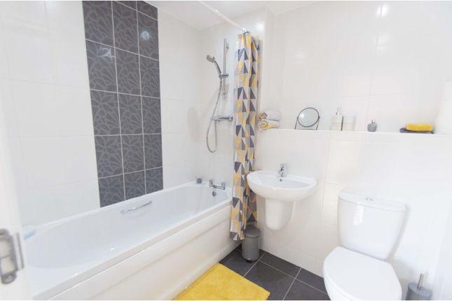Bathroom of Windmill Close, Barnsley S70