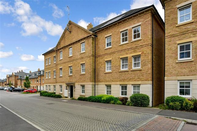 2 bed flat for sale in Rainbow Road, Erith, Kent DA8