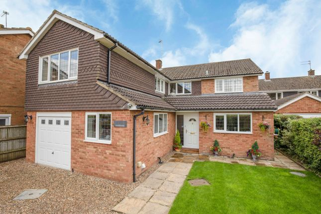 Thumbnail Property for sale in Yeomans Avenue, Harpenden