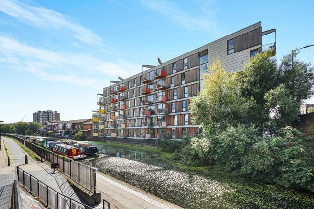 Thumbnail Flat for sale in Queensbridge Road, London