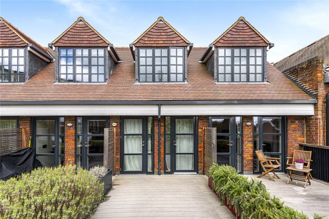Thumbnail Flat for sale in Hill Avenue, Amersham