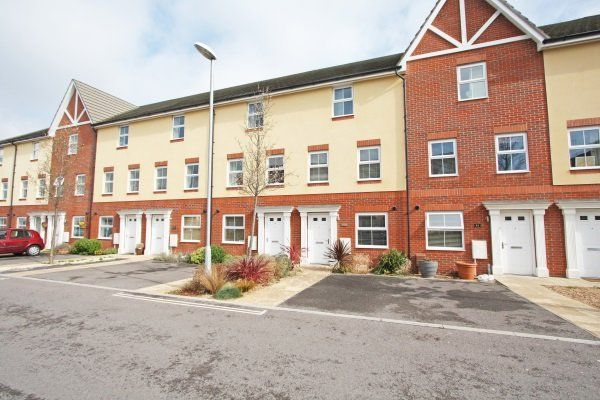 Thumbnail Town house to rent in Tudor Crescent, Cosham, Portsmouth