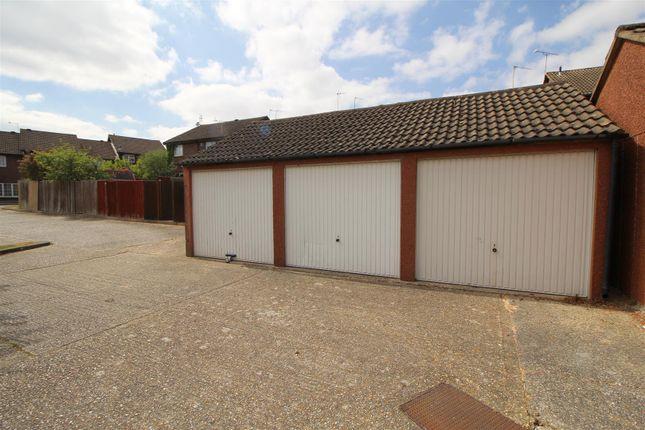 Parking/garage for sale in Hillingdale, Crawley