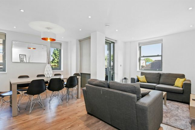 Thumbnail Flat to rent in Albany Court Chiswick, Chiswick