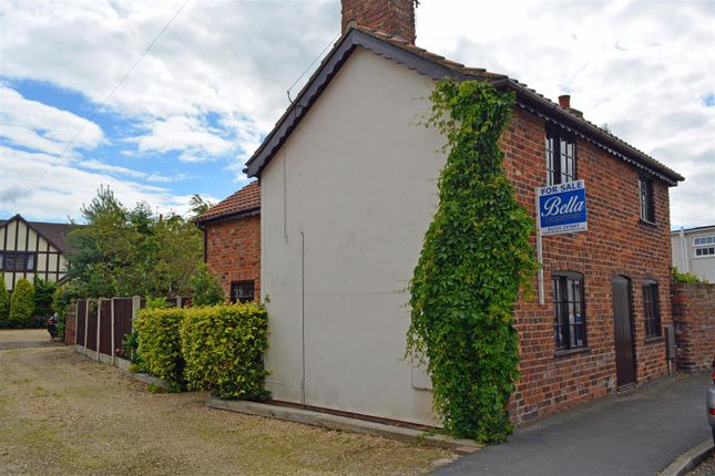 Thumbnail Detached house for sale in Cross Street, Crowle, Scunthorpe