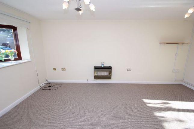 Lounge of Atcheson Close, Studley B80