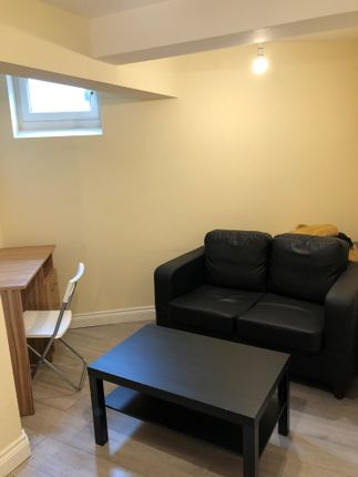 1 bed flat to rent in Brudenell Grove, Leeds, Hyde Park LS6