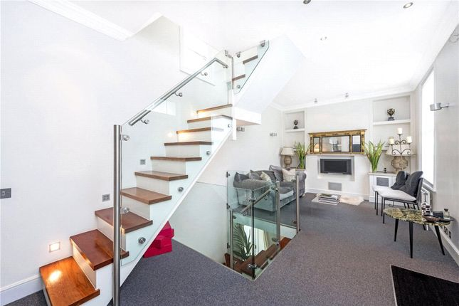 Thumbnail Terraced house to rent in Sutherland Street, Pimlico, London