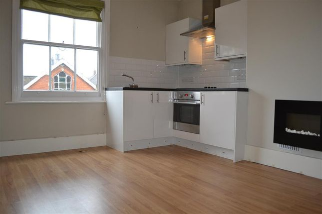 1 bed flat to rent in Hatchlands Road, Redhill