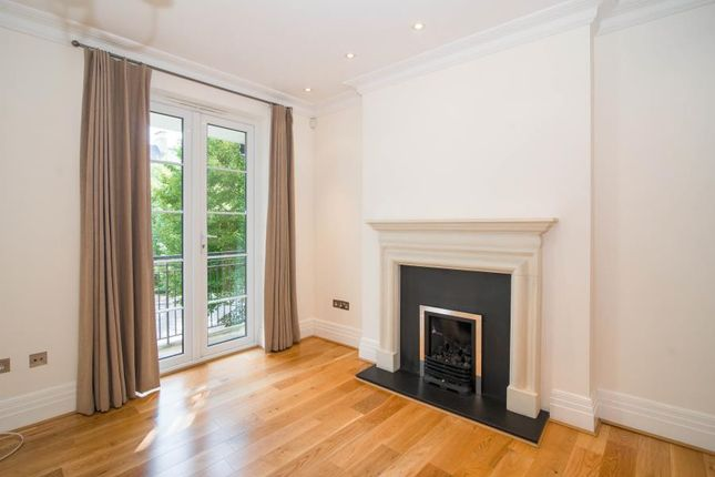 Mews house to rent in Melliss Avenue, Kew, Richmond