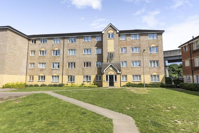 Thumbnail Flat for sale in Culpepper Close, London