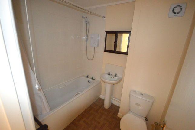 Family Bathroom of Shadyside, Hexthorpe, Doncaster, South Yorkshire DN4