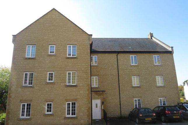 Thumbnail Flat for sale in Flowers Yard, Chippenham