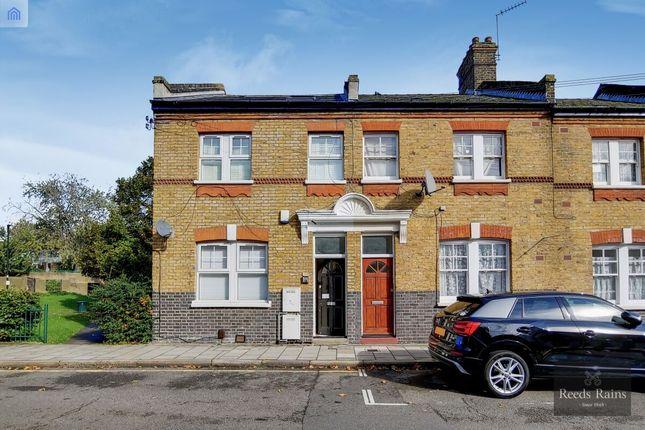 Thumbnail Flat for sale in Lollard Street, London
