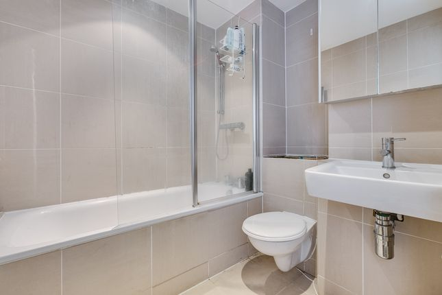 Bathroom of Tally Ho Apartments, 12 Highgate Road, London NW5