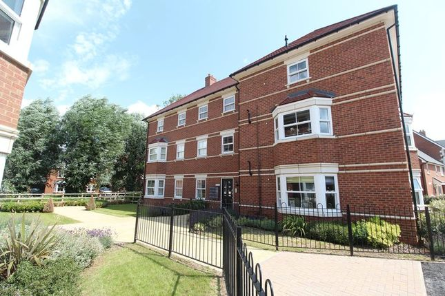 Thumbnail Flat for sale in Saunders Field, Kempston