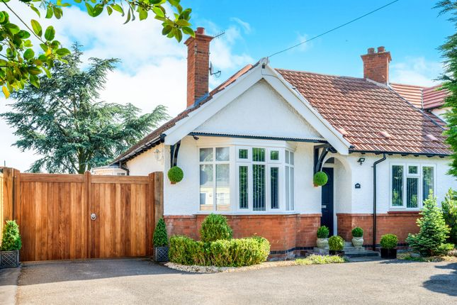 Thumbnail Bungalow for sale in Loxley Road, Stratford-Upon-Avon