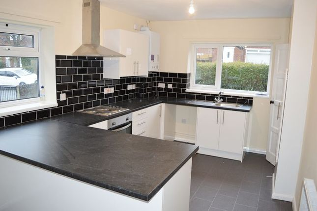 Thumbnail Semi-detached house to rent in Hickenfield Road, Hyde