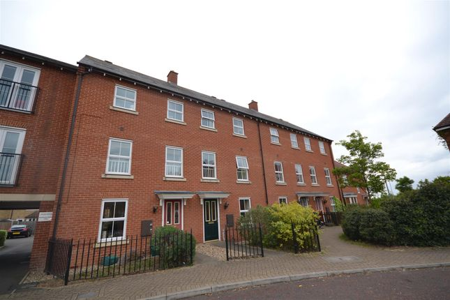 Thumbnail Town house to rent in Circus Square, Colchester
