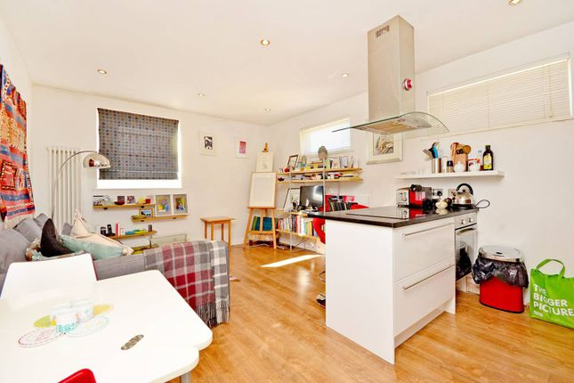 Thumbnail Flat to rent in Courtenay Mews, Walthamstow
