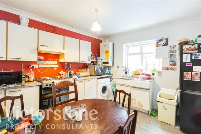 Thumbnail Maisonette to rent in Bethnal Green Road, Bethnal Green, London