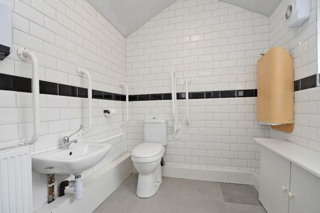 Shared Toilet of Ibbottson Street, Wakefield WF1