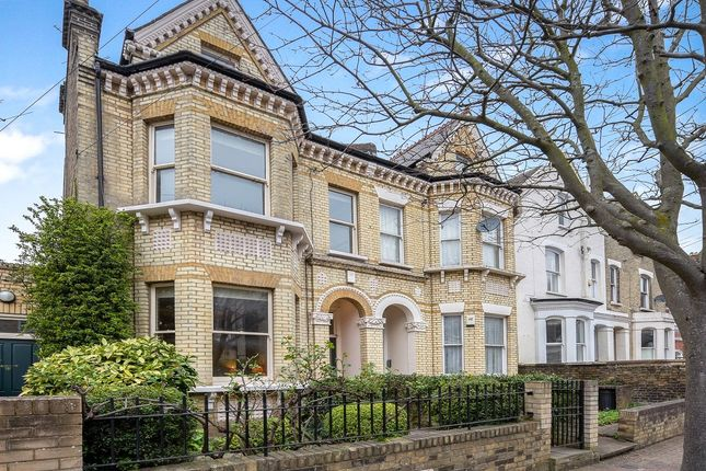 Picture No. 11 of Ramsden Road, London SW12