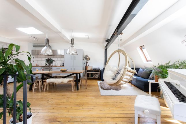 Thumbnail Duplex to rent in Apprentice Way, Clarence Road, London