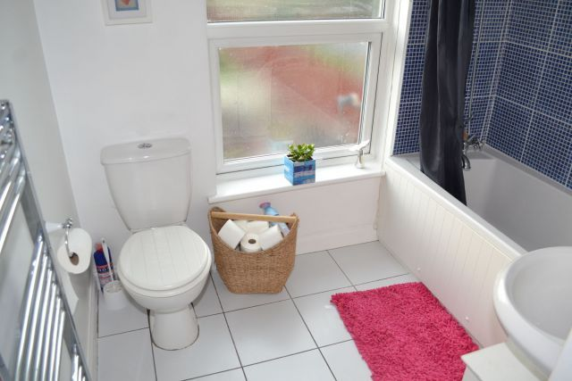 Bathroom of Shelley Street, Poets Corner, Northampton NN2