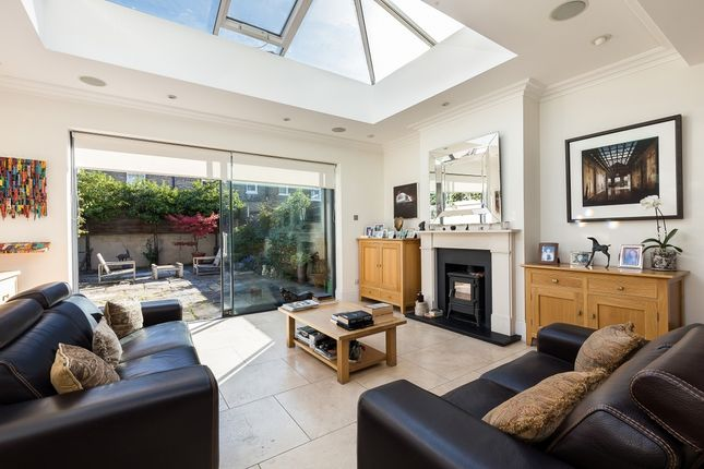 Thumbnail Terraced house for sale in Thornton Avenue, Chiswick, London